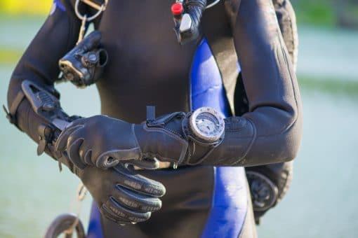 Montre de plongée : Quelles fonctionnalités doit-elle avoir pour être utile ?